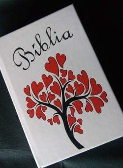 Bíblia Personalizada – Modelo Árvore-coração